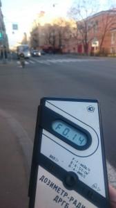 Измерение радиации на Съезжинской улице в Санкт-Петербурге