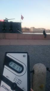 Измерение радиации на Петроградской набережной в Санкт-Петербурге