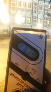 Измерение радиации у храма Спаса-на-Крови в Санкт-Петербурге